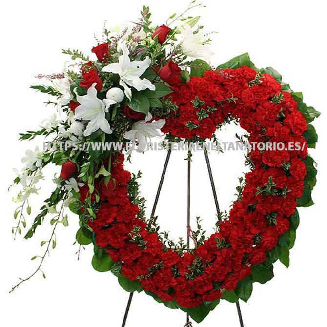 Corona de corazón con Rosas, Alelíes, Lilium y claveles